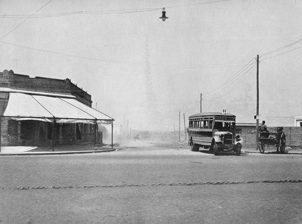 foto3horacio_coppola_-_buenos_aires_1936_-_avenida_del_trabajo