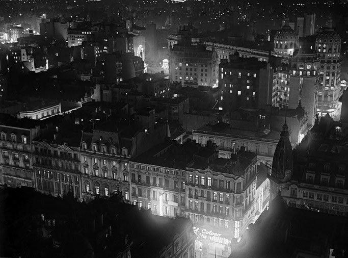 horacio_coppola_-_buenos_aires_1936_-_noche_en_avenida_de_mayo Horacio Coppola